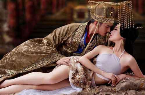 揭秘:谁是皇帝们第一个性体验的女人